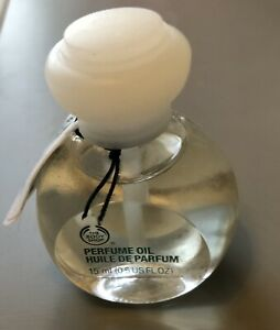 Body Shop White Musk Perfume Oil (15 mls) - BNWT. Rare!