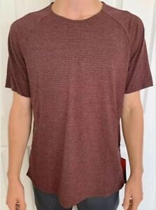 Lululemon Barry Men's Size L Stronger As One Short Sleeve Maroon HDMM Swiftly