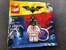 NEW LEGO THE BATMAN MOVIE 5004928 KISS KISS TUXEDO BATMAN MINIFIGURE KEYCHAIN