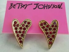NEW BETSEY JOHNSON STUD EARRINGS GOLD FINISH RED CRYSTAL HEARTS PIERCED on card