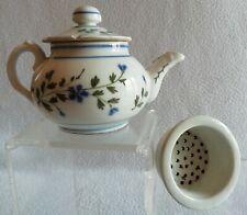 Petite Théière en porcelaine de BAYEUX décor Barbeau fin XIXe