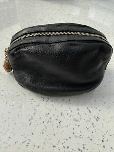 Ladies Gucci Leather Make-up bag/  Pouch , Dustbag Bamboo Toggle . Genuine Black