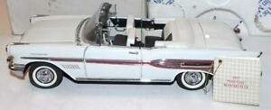 Franklin Mint Precision Diecast Car 1957 PONTIAC BONNEVILLE CONVERTIBLE 1:24