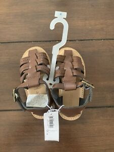 Boys Old Navy Sandals (size 6)