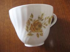 ältere Kaffeetasse von AK Kaiser m. gelben Rosen aus Nachlass. Sehr gut erhalten