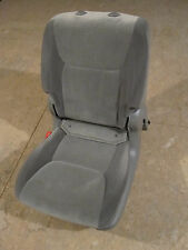 05-07 TOYOTA 2ND ROW SEAT LEFT  REAR FROM 8 PASSENGER SIENNA GRAY DRIVER SIDE