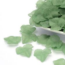 40 x Acrylique Charms Givré Lucite Feuille d'érable vert 24 mm x 22 mm trou 1 mm