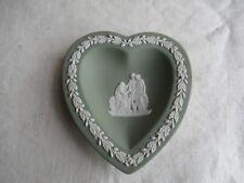 Wedgwood England kleine Schale Herz Form Jasperware grün  Halb-Akte 3 Damen