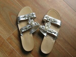 Vero Cuoio Pearl and Crystal-studded Sandals Aus Size 8