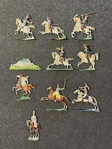 Flat tin soldiers, 10 figures.