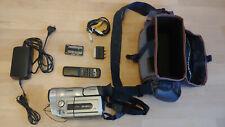 Canon UC-V200 - 8mm Video8 Camcorder mit Zubehörpaket - Ideal zum Digitalisieren