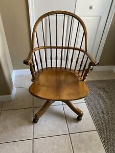 *Rare* Ethan Allen Maple Swivel Chair on wheels #18-9104 Circa 1776 colection