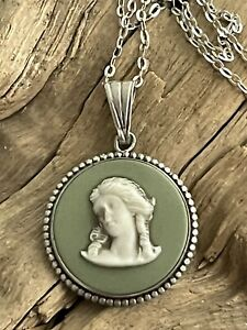 Vintage Sterling Silver Mounted Wedgwood Green Jasper ware Pendant & Chain 4.9g