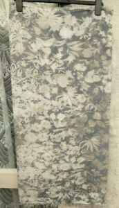 "( Ref 6453 ) 68 x 37"" - Grey & White Viscose Evening Wrap / Scarf"