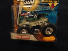 Glow in the Dark Cage 2018 Grave Digger  Hot Wheels Monster Jam Re-crushable Car