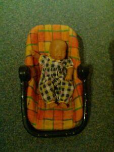 Puppen Maxi Cosi mit Puppe