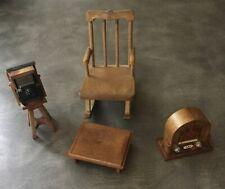 Lote De Trabajo Casa De Muñecas Muebles Mecedora, cámara, todavía del pie, y radio