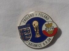 POLAND V ENGLAND QUALIFYING FOR WORLD CUP 2006 OFFICIAL PIN BADGE VERY GOOD
