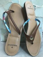 Wms MARGARITAVILLE Faux Leather Brown Thong Sandal Flipflop Scallop Accent Sz 9M