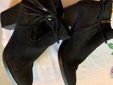 Bamboo Avenge black leather side zip booties sz 9