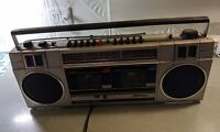 Sanyo M W200L Twin Cassette Tape Radio Boombox 1980s Ghetto Blaster vtg large
