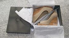 Calvin Klein Damenschuh mit Keilabsatz, Wildleder, Gr. 39, neuwertig mit Karton