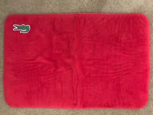 LACOSTE RED PLUSH BIG CROC EMBLEM POLYESTER BATH MAT 20 X 19/EXCELLENT