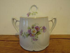 Alte Zuckerdose Zuckerpott AP 2 gestempelt Porzellan weiß Blumen lila gross