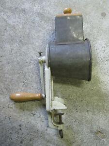 alte Nussmühle Mandelmühle Käsereibe Reibe 510