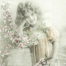 2 Serviettes en papier Fillette Fleurs Paper Napkins Flower Girl Sagen Vintage