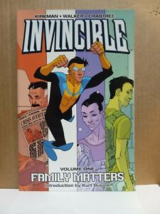 Invincible Volume 1 Family Matters TPB lot A