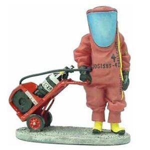 BOM041 Chemical protect France tin Lead Firefighter Fireman Figure DelPrado 1:32