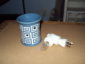 Authentic Scentsy Warmer * WONKY * Plug-in Size * Blue *