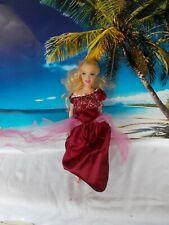 Barbie Puppe, mit Weinroten Kleid,lange blonde Haare