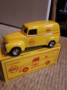Ertl shell gas 1950 Chevy Panel Truck Bank 1st 1/25 scale. Diecast metal.