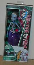 Monster High Skull Shores Abbey Bominable Daughter of the Yeti NIB