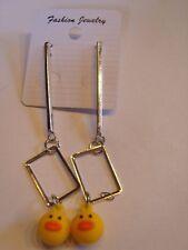 Ohrringe mit gelbem Küken aus Kunststoff an Edelstahl Stab und Rechteck 4425