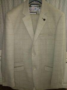 Men's House of Cavani.3 piece suit. Worn once. Excellent condition. XXL