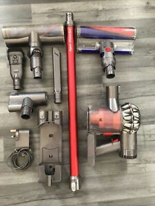Dyson V6 Total Clean With Wall Charger & Accesorise