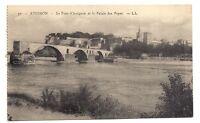 avignon  le pont d'avignon  et le palais des papes