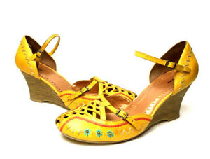 BRONX Yellow Embroidered Leather Wedge Strappy Sandals Women's Size 9M (M-224)