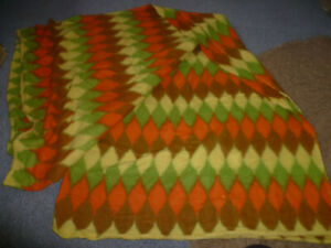 VINTAGE 1960,S WOOL YELLOW/ORANGE/GREEN DIAMOND PATTERN BLANKET/BEDSPREAD/THROW.