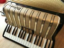 Hohner Concerto II Akkordeon mit Gurten und Koffer