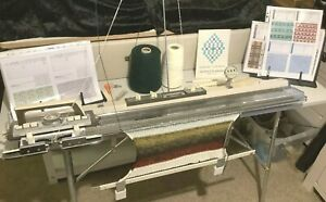 KNITMASTER ES-302 KNITTING MACHINE - IN GOOD WORKING ORDER. NEW SPONGE FITTED.