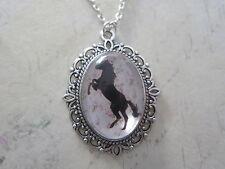 Cavallo Nero Shabby Chic Silhouette Collana Placcato Argento Nuovo nella borsa regalo