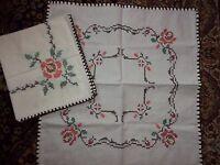 2x Deckchen-Mitteldecke-Tischdecke-Stickerei-Handarbeit Kreuzstich 55 x 60cm