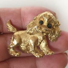 Monet: Gold plated textured Cocker Spaniel Puppy shaped brooch, signed Lot 77H