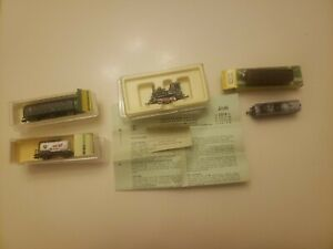 5 Pc Minitrix Train Lot(2 Locomotive,  2 Freight Car(BP advertised, 1 Passenger)