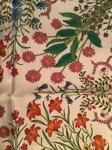 NWT Authentic Gucci 100% SILK POCKET SQUARE IVORY AND FLORAL