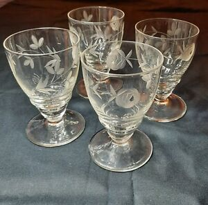 Set of 4 vintage rose etched glasses sherry/ port. Beautiful quality.